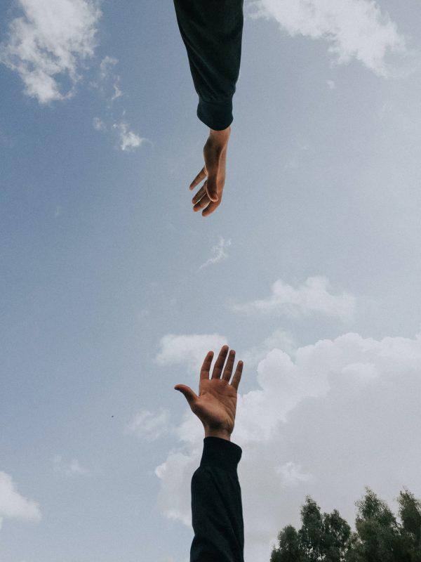 hands-reaching